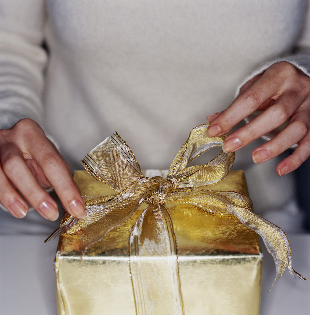 10 Ways To Give During The Holidays Without Spending Money